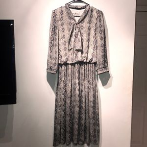 Dresses & Skirts - Snake Print Free Flowing Vintage Dress